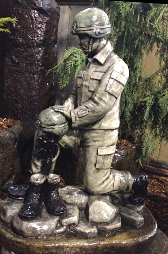 Concrete Works Statuary Inc Kneeling Soldier